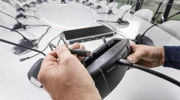 Kết nối micro với bộ điều khiển trung tâm