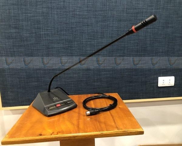 Micro sử dụng trong hệ thống âm thanh hội nghị thường có độ nhạy cao